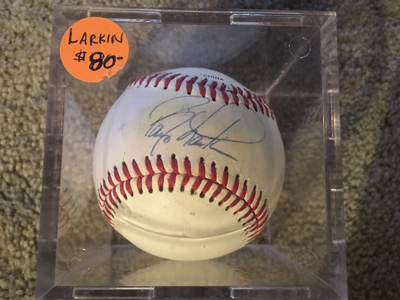 BARY LARKIN SIGNED on NON OFF BASEBALL in CASE