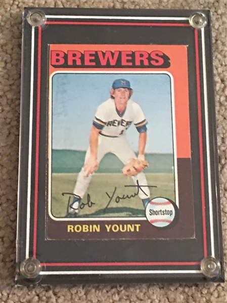 ROBIN YOUNT 1975 TOPPS ROOKIE #223 in Display